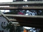 Brigáda stavění přístřešku v Zašové 24. listopadu 2012